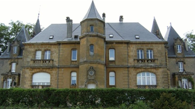 CHATEAU DE BELLEVUE A SEDAN